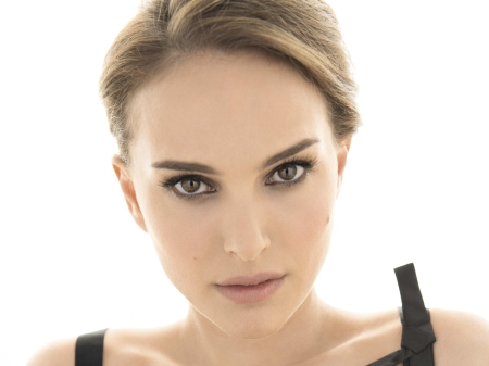 Portman.jpg HAND OUT PRESS PHOTOGRAPH. DOWNLOADED FROM THE CANNES FILM FESTIVAL MEDIA SITE